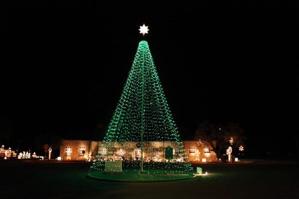 Photo Cuero's Christmas in the Park Flagpole Christmas Tree